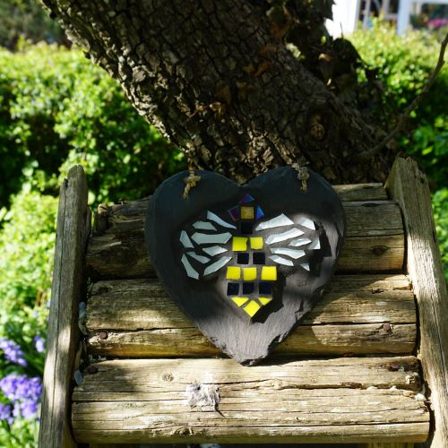 Mosaic bee by Gifts to Celebrate and Commemorate